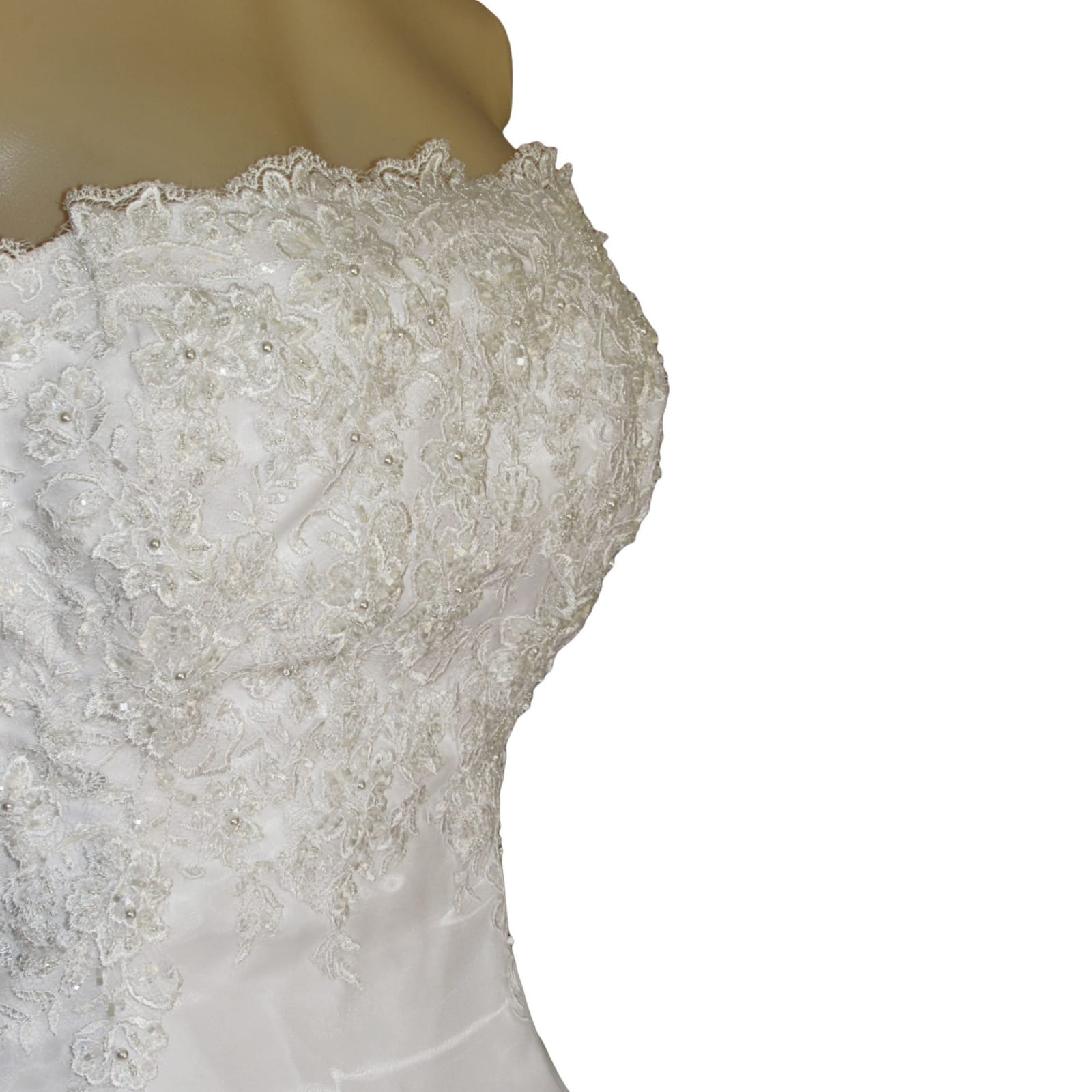 White organza a-line boob tube custom made wedding ball gown 8 white, organza, a-line, boob tube, custom-made wedding ball gown. Bodice detailed with lace. Lace-up back. With a train & removable off-shoulder pleated organza straps detailed with lace. With shimmer blush length veil.