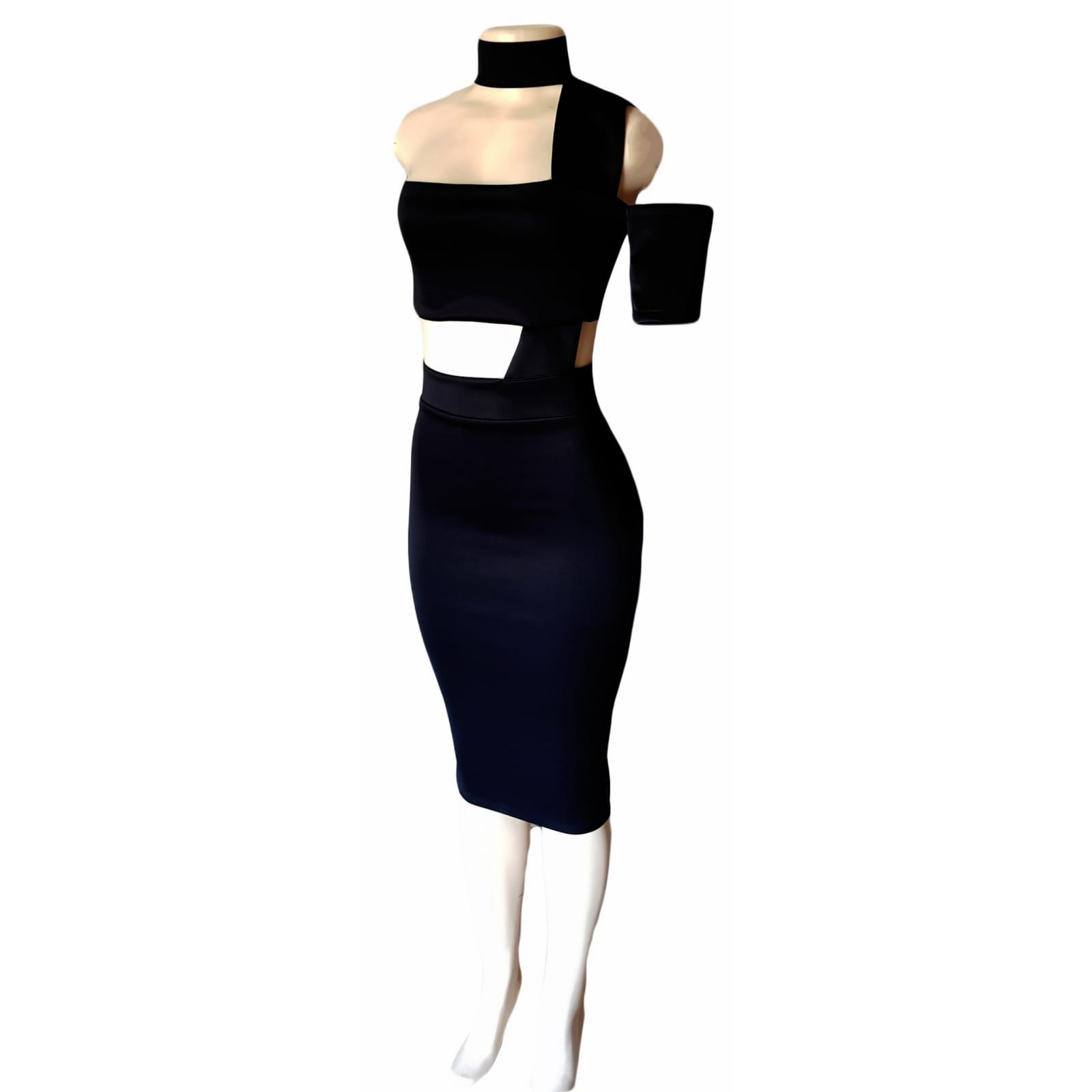 Black boob tube knee length smart casual dress 3 black boobtube knee length smart casual dress. With open tummy with strap detail, with an off shoulder short sleeve, with one shoulder wide strap attached to a wide choker. For a graduation party