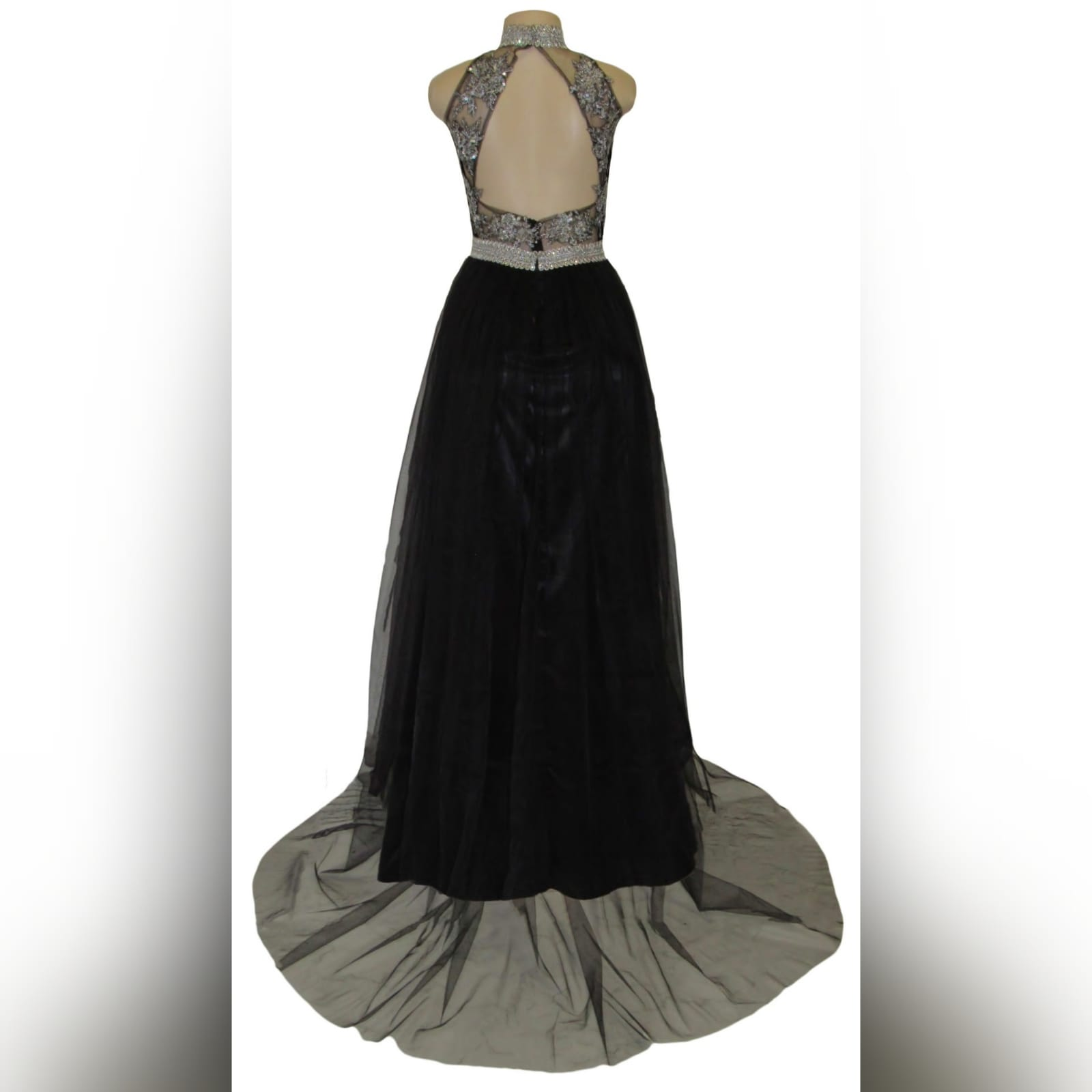 Black & silver long elegant prom dress 4 black & silver, long & elegant prom dance dress with a triangular open back. Choker neckline and an under bust bling belt with train.