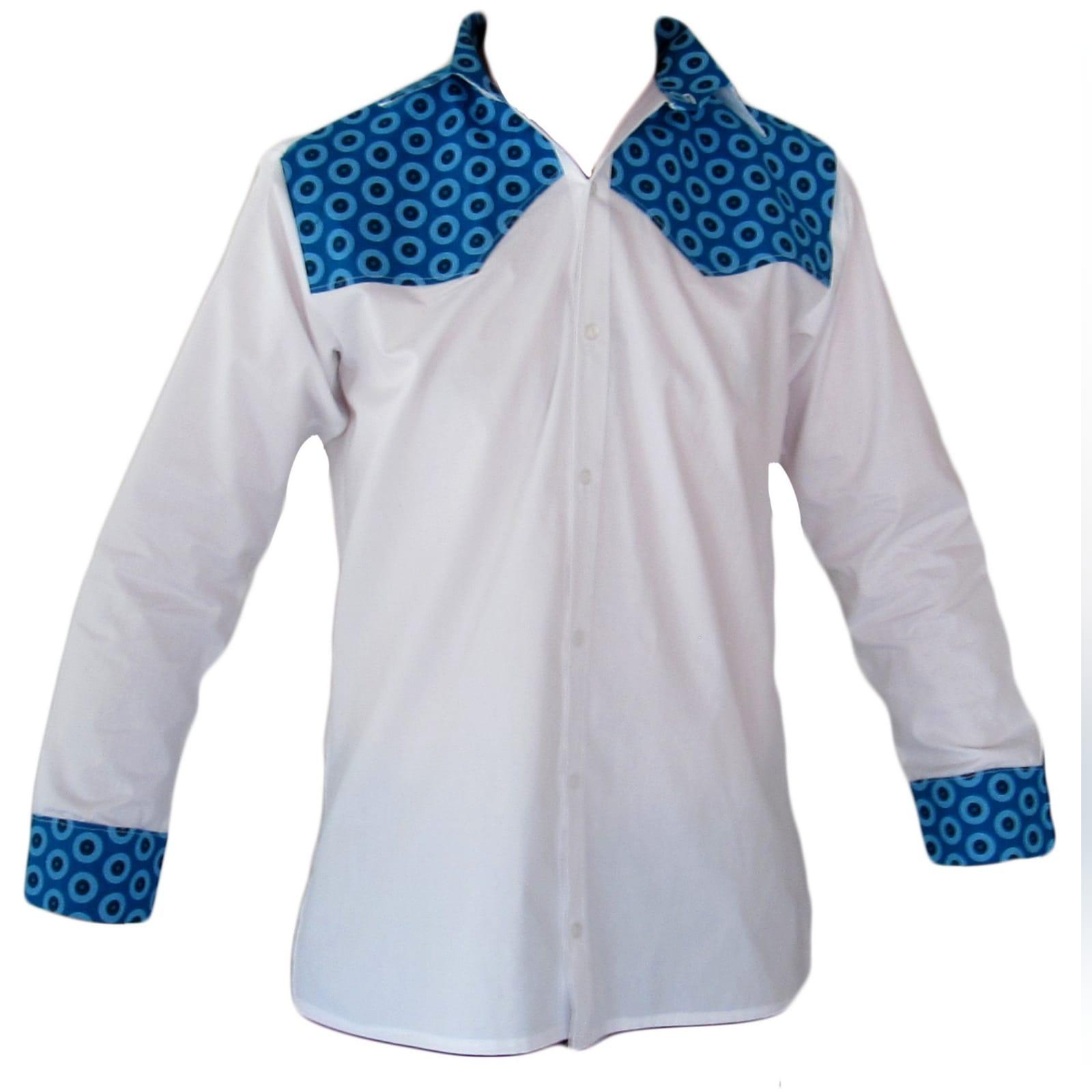 Vestido azul africano tradicional moderno e familia 6 vestido moderno de shweshwe azul, tradicional sul-africano com um design de um ombro, efeito de cinto e um folho. Com vestido de meninas combinando e camisa de homem combinando.