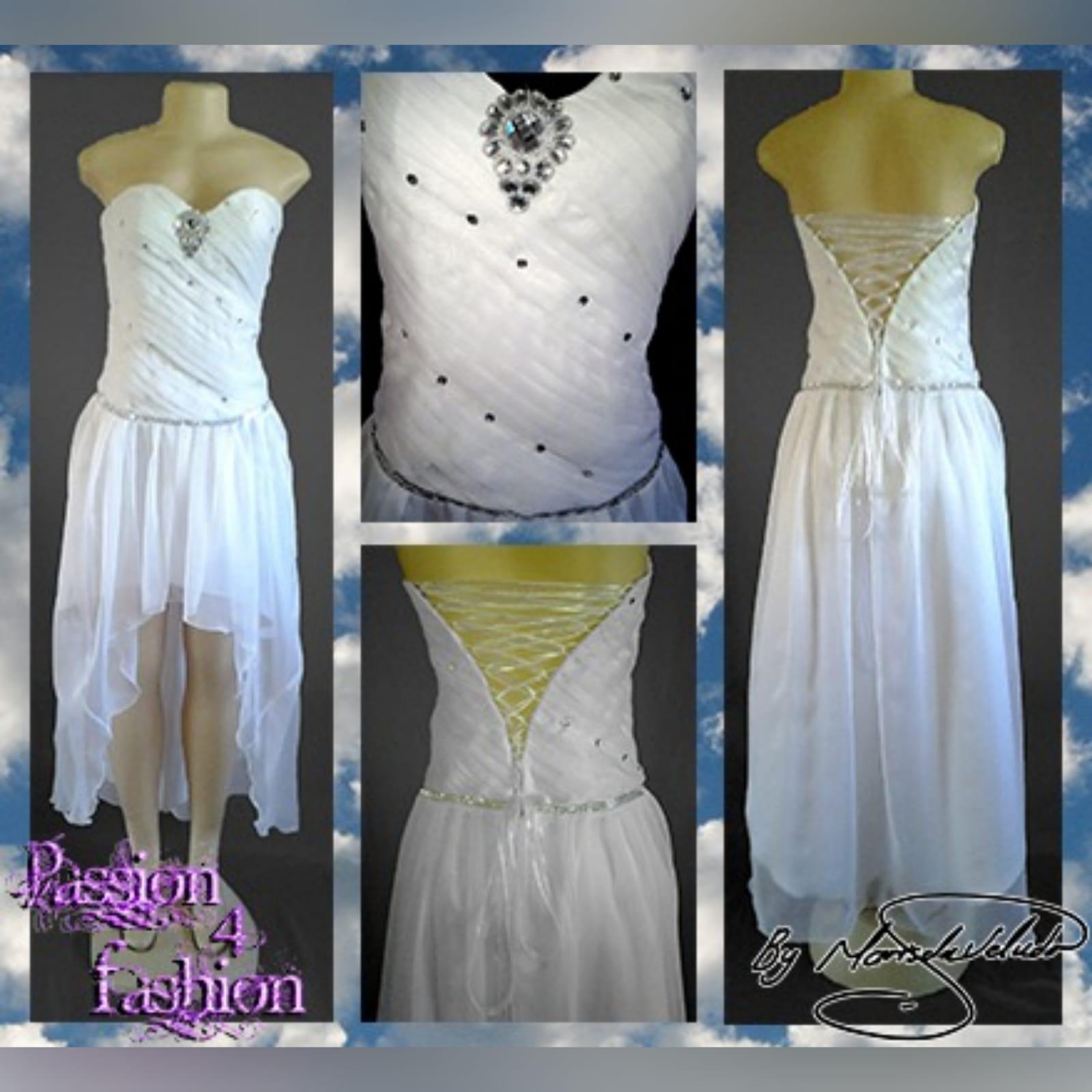 Hi-lo pleated bodice white wedding dress 4 hi-lo white chiffon wedding dress with a full pleated bodice. This wedding dress has a lace up back and silver finishes.
