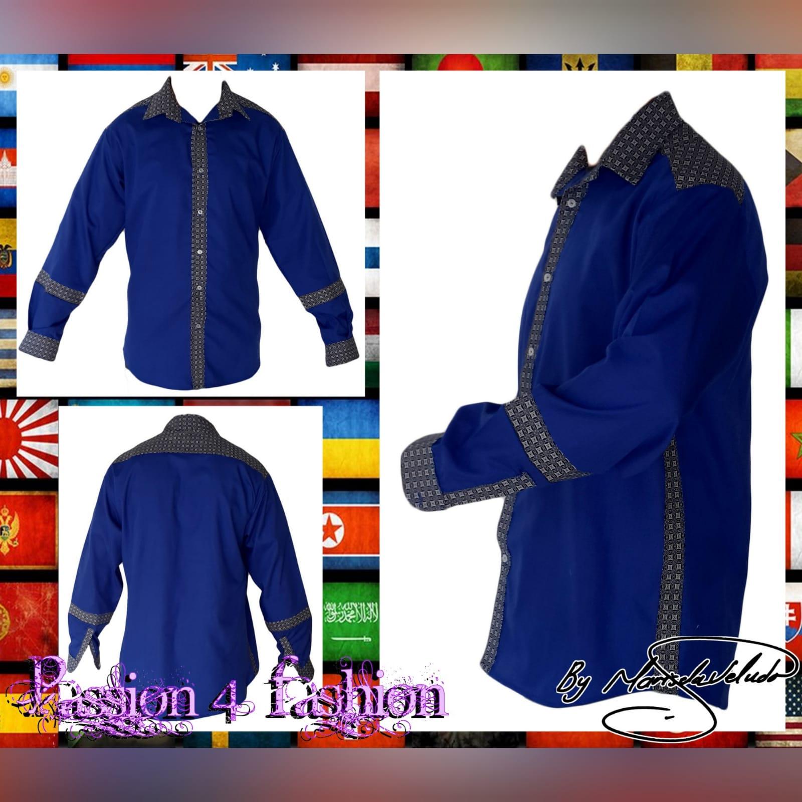 Camisa de homem tradicional com tecido africano 3 camisa de homem tradicional com detalhes de tecido africano shweshwe. Shweshwe foi usado nos punhos, gola, faixa de botões e parte superior das costas e shweshwe detalhando no antebraço.