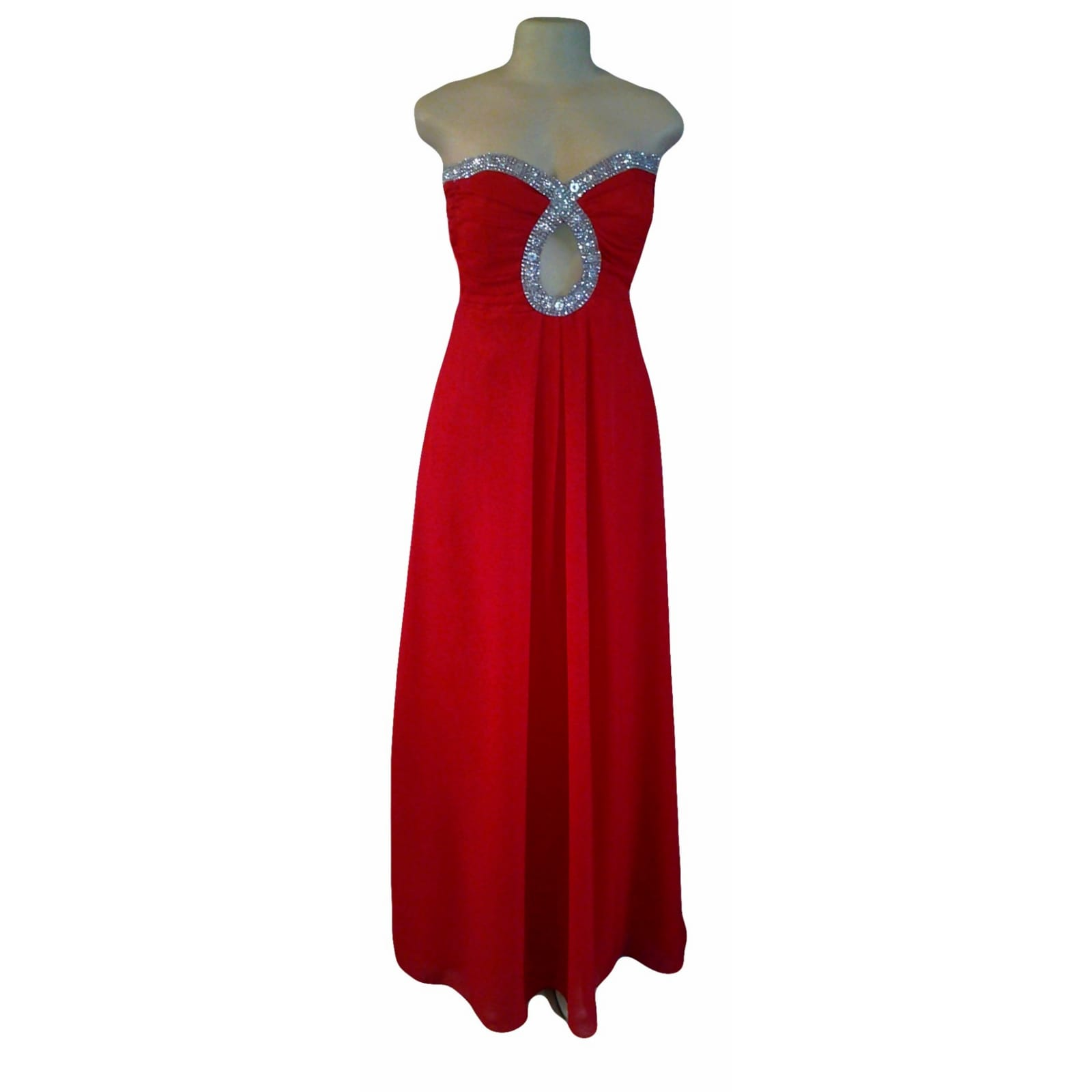 Red long flowy chiffon prom dress 4 red long flowy chiffon prom dress, with a ruched boob tube bodice with a cleavage opening detailed in silver.