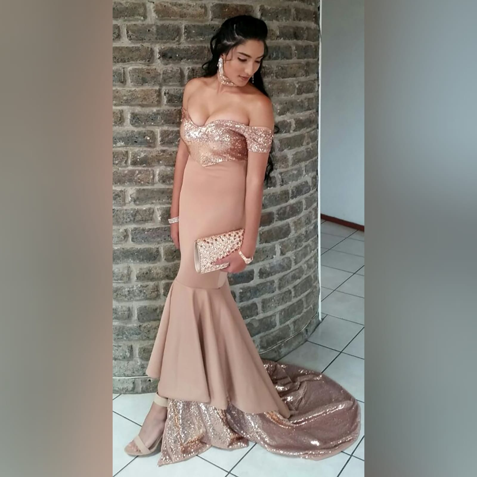 Rose gold 2 tone mermaid prom dress 1 rose gold 2 tone mermaid prom dress, off-shoulder dress with a sweetheart neckline and off-shoulder short sleeves. Double layer from knee down, with sequins, creating a train with a slit int the front middle. Comes with a matching choker.