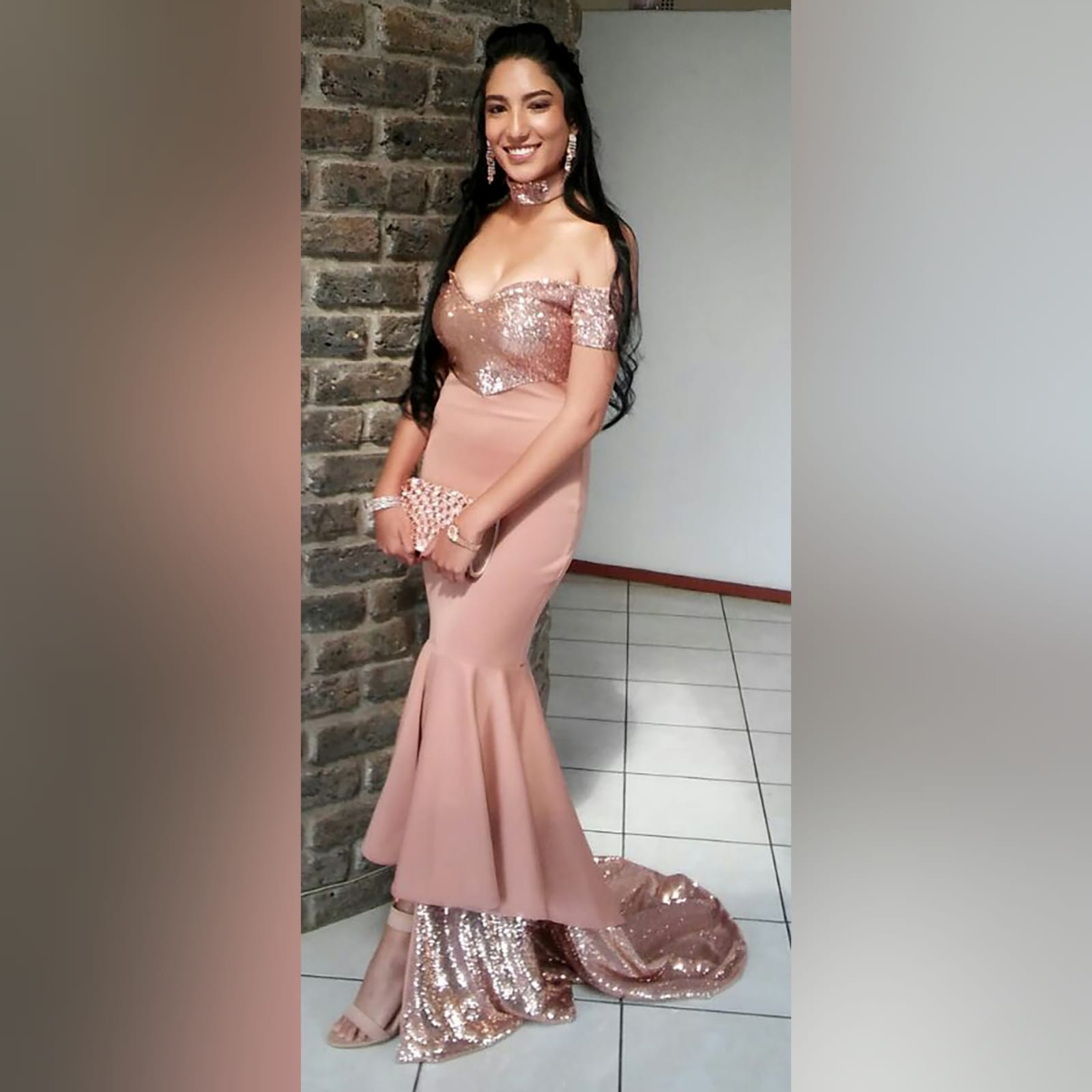 Rose gold 2 tone mermaid prom dress 5 rose gold 2 tone mermaid prom dress, off-shoulder dress with a sweetheart neckline and off-shoulder short sleeves. Double layer from knee down, with sequins, creating a train with a slit int the front middle. Comes with a matching choker.