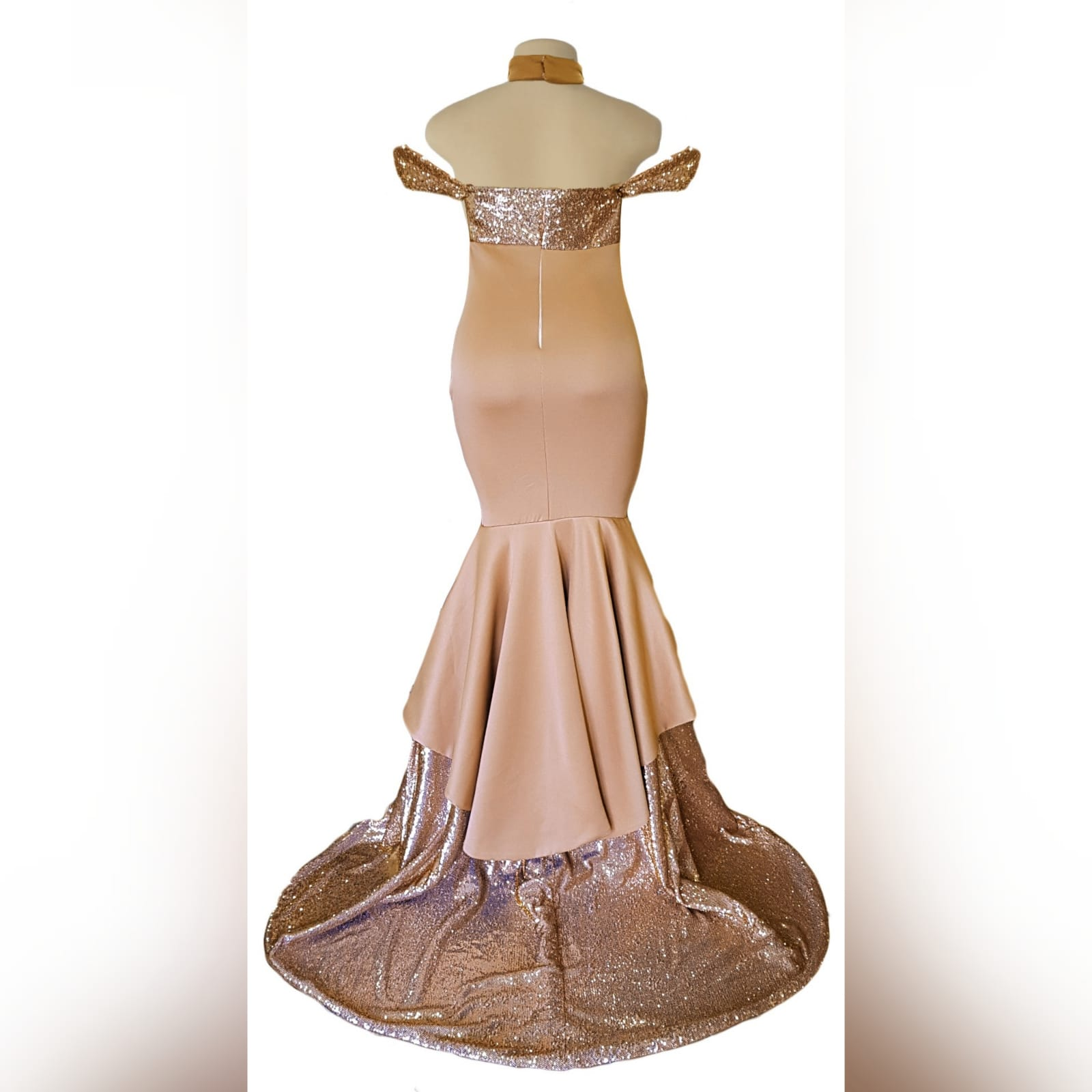Rose gold 2 tone mermaid prom dress 6 rose gold 2 tone mermaid prom dress, off-shoulder dress with a sweetheart neckline and off-shoulder short sleeves. Double layer from knee down, with sequins, creating a train with a slit int the front middle. Comes with a matching choker.