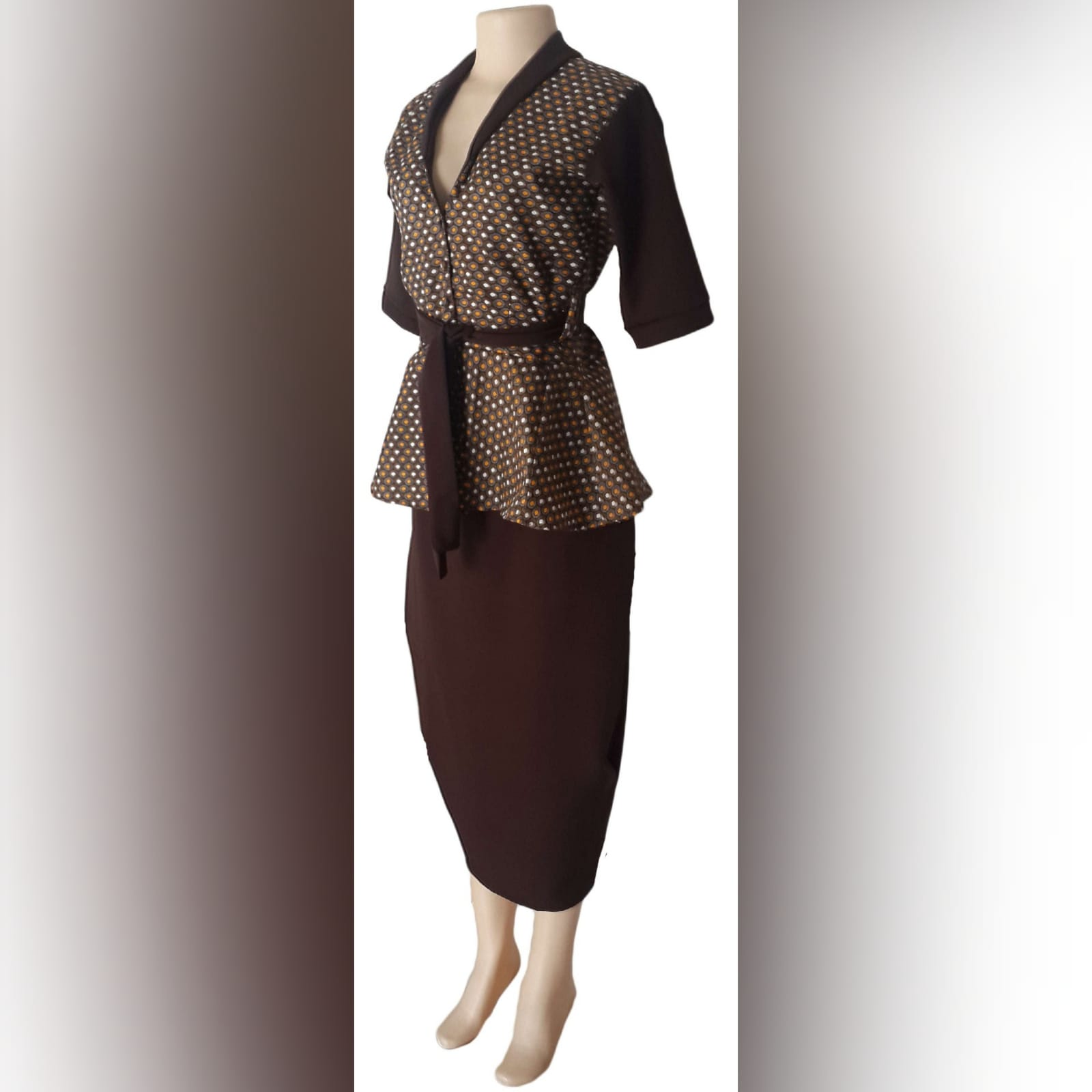 Xhosa traditional wear blouse and matching brown pencil skirt 2 a pencil skirt below the knee with a back slit. With a xhosa traditional blouse. Blouse with sleeves, collar and belt in brown matching the skirt.