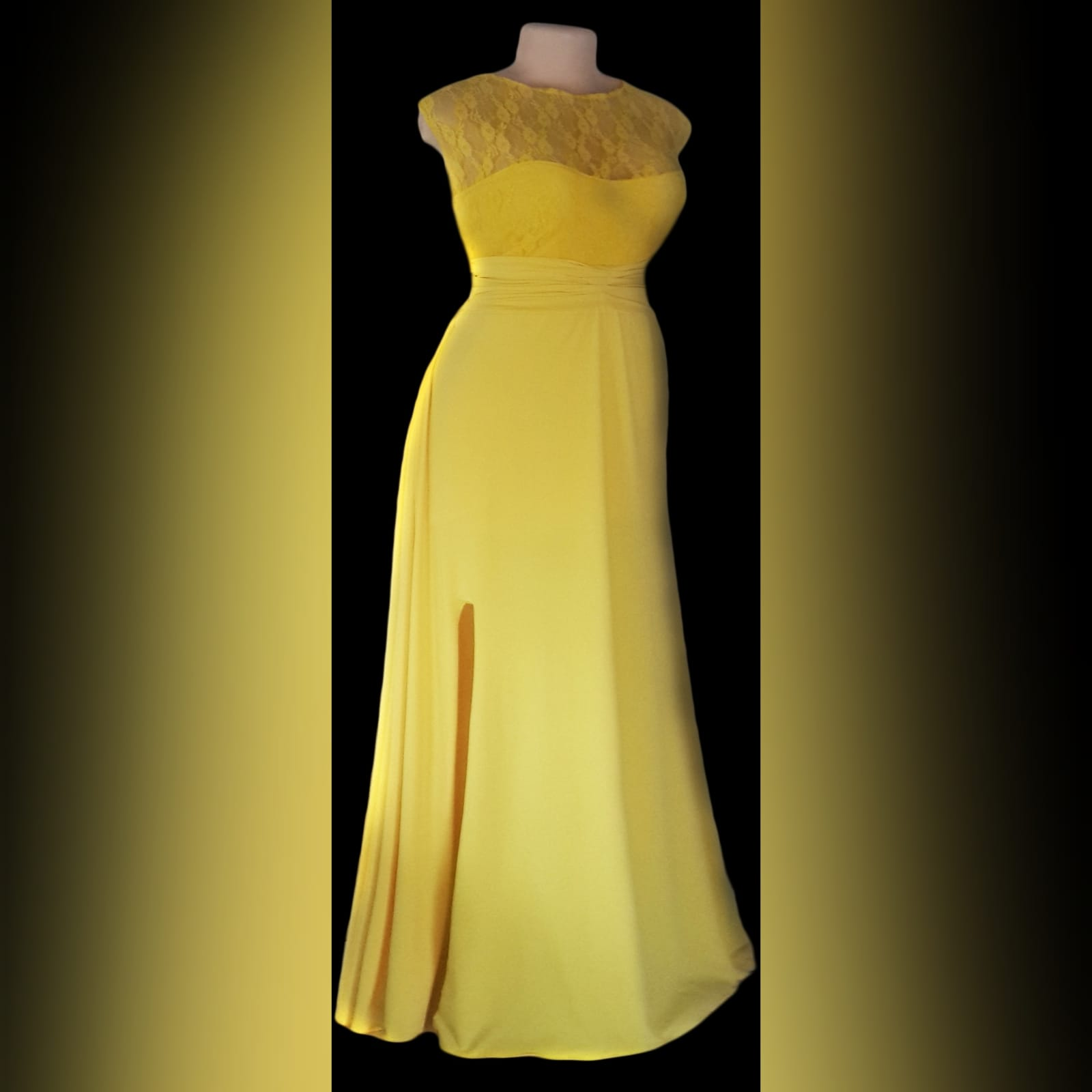 Yellow long evening dress with a lace bodice 1 yellow long evening dress with a lace bodice, rouged belt and a slit. Flowy.