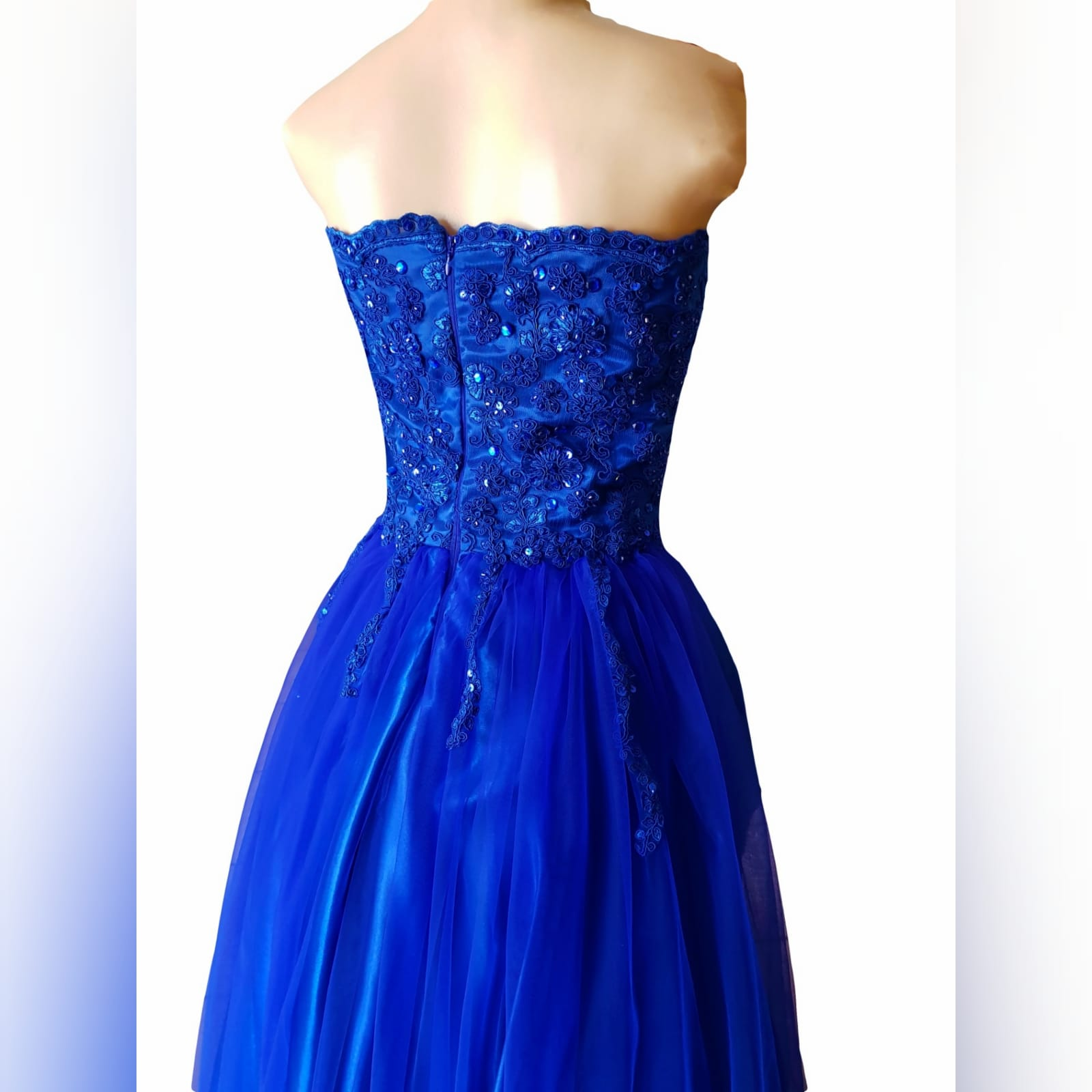Royal blue boobtube tulle prom dress 11 royal blue boobtube tulle prom dress. Bodice with a sweetheart neckline and detailed with beaded lace falling onto the tulle skirt.