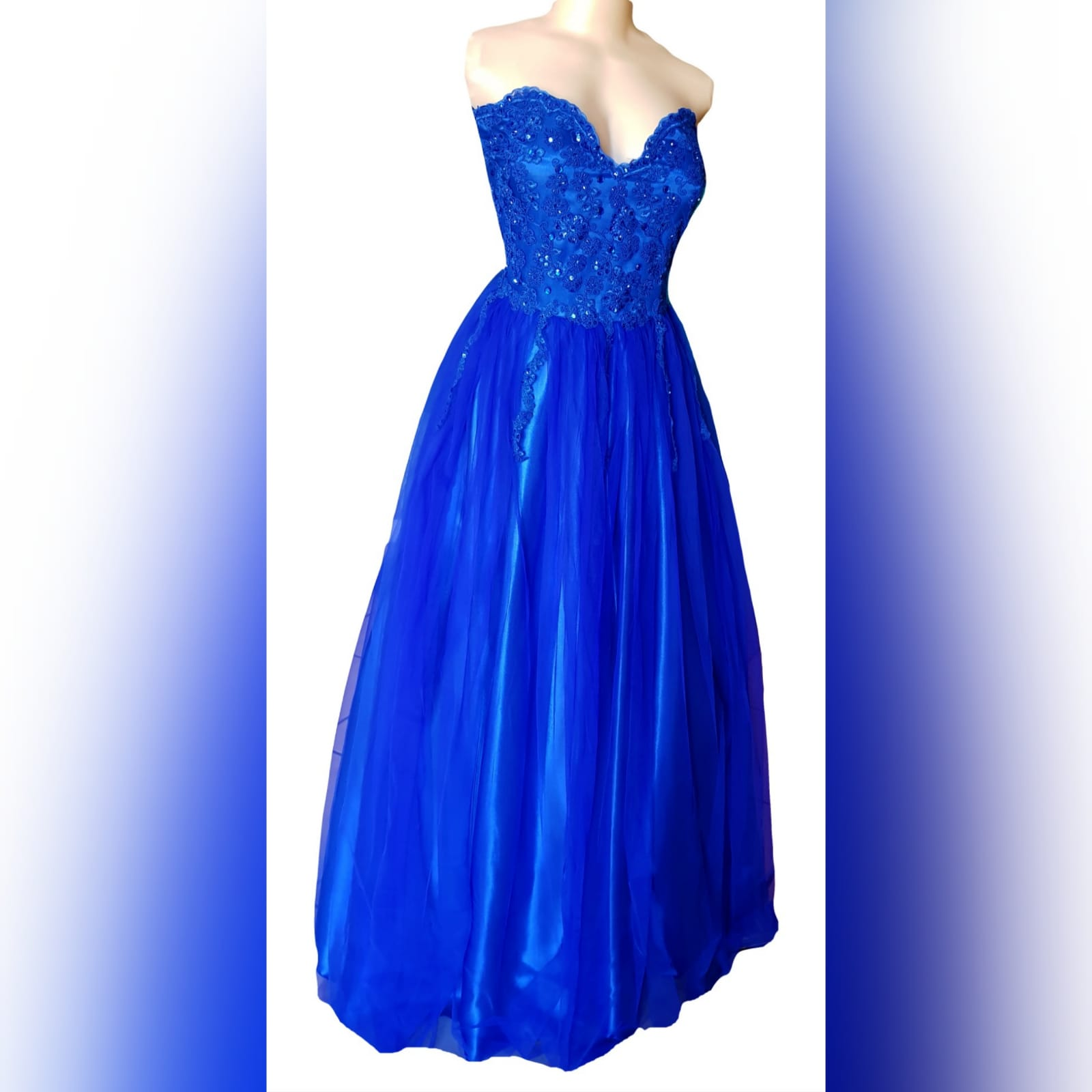 Royal blue boobtube tulle prom dress 10 royal blue boobtube tulle prom dress. Bodice with a sweetheart neckline and detailed with beaded lace falling onto the tulle skirt.