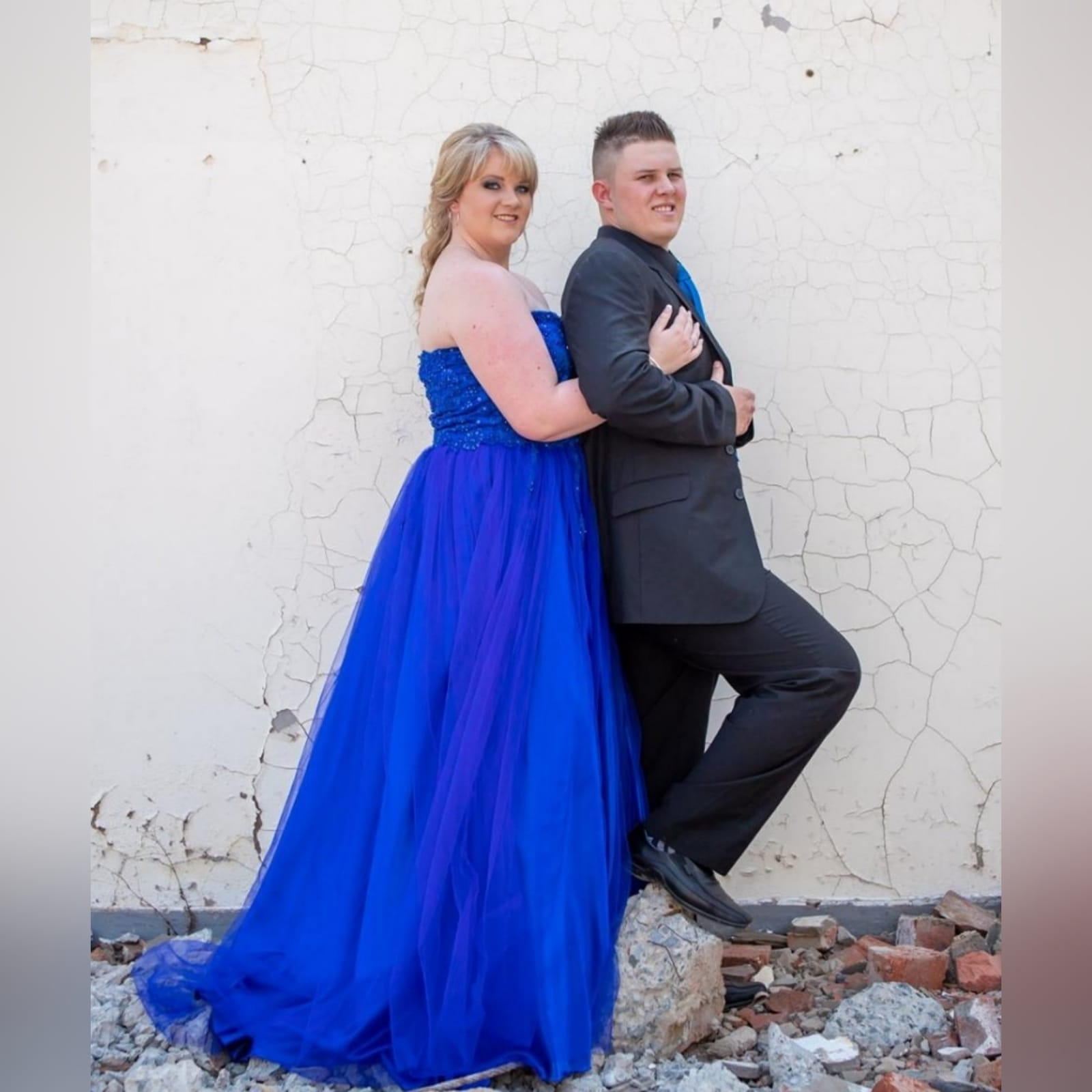 Royal blue boobtube tulle prom dress 7 royal blue boobtube tulle prom dress. Bodice with a sweetheart neckline and detailed with beaded lace falling onto the tulle skirt.
