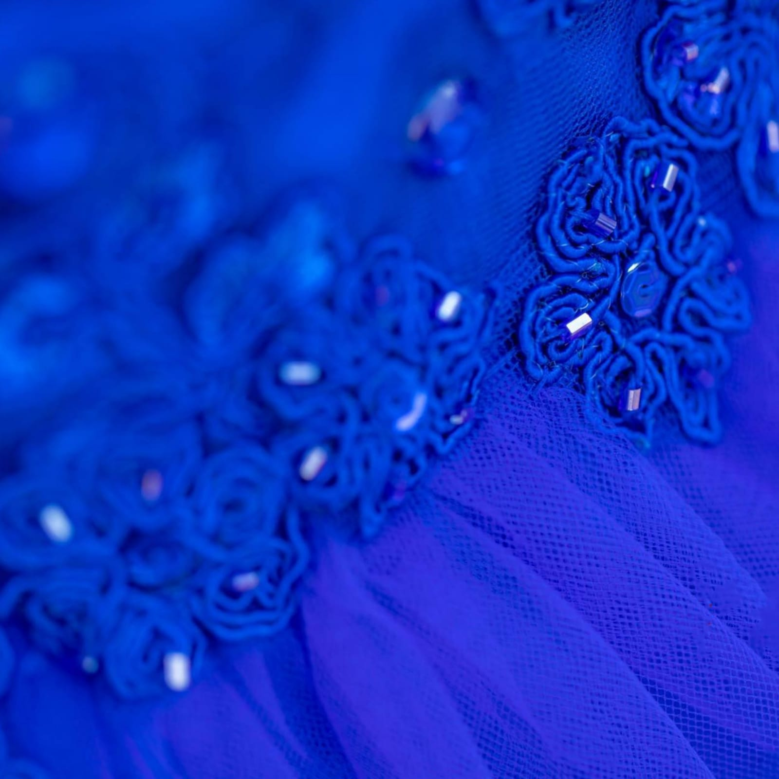 Royal blue boobtube tulle prom dress 8 royal blue boobtube tulle prom dress. Bodice with a sweetheart neckline and detailed with beaded lace falling onto the tulle skirt.