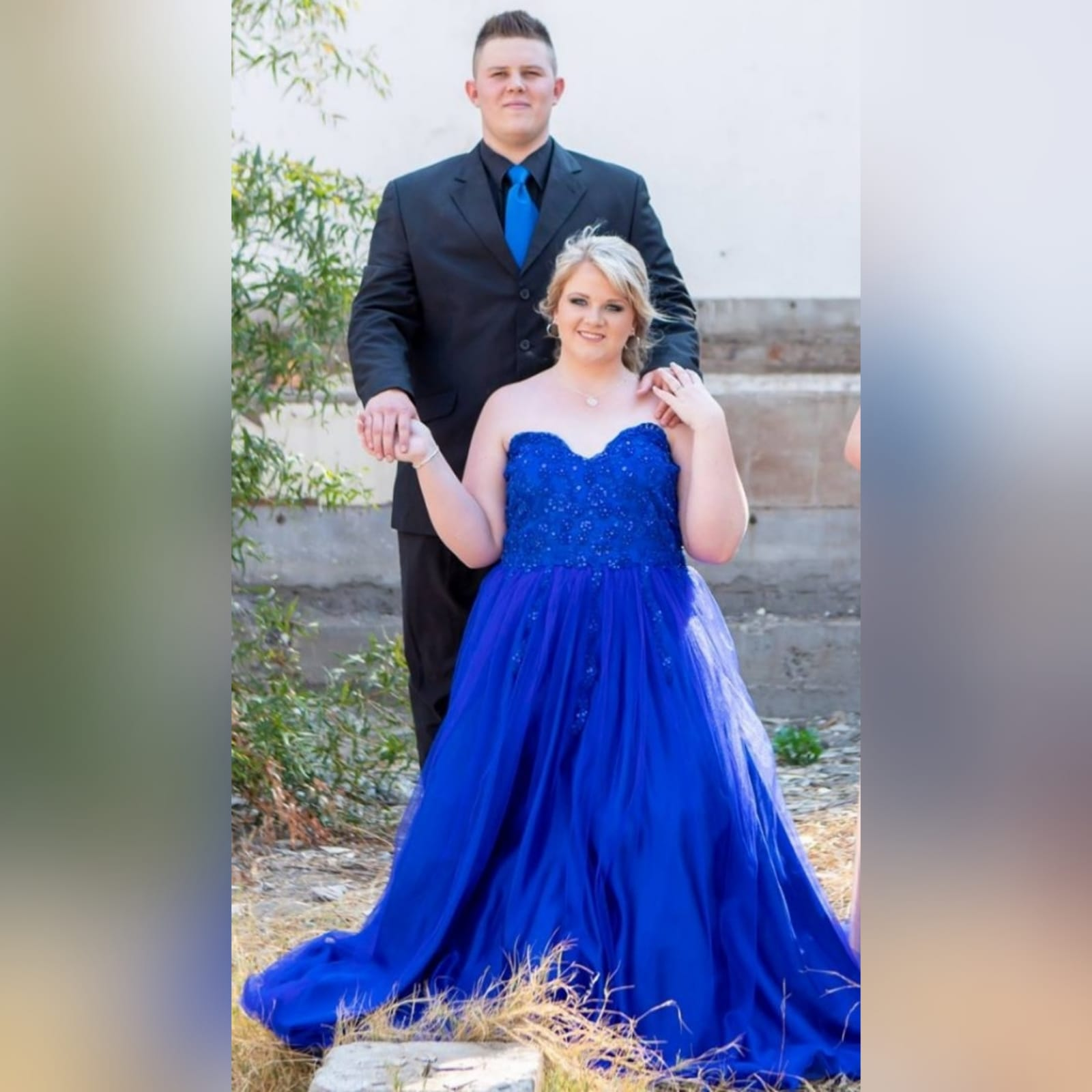 Royal blue boobtube tulle prom dress 5 royal blue boobtube tulle prom dress. Bodice with a sweetheart neckline and detailed with beaded lace falling onto the tulle skirt.