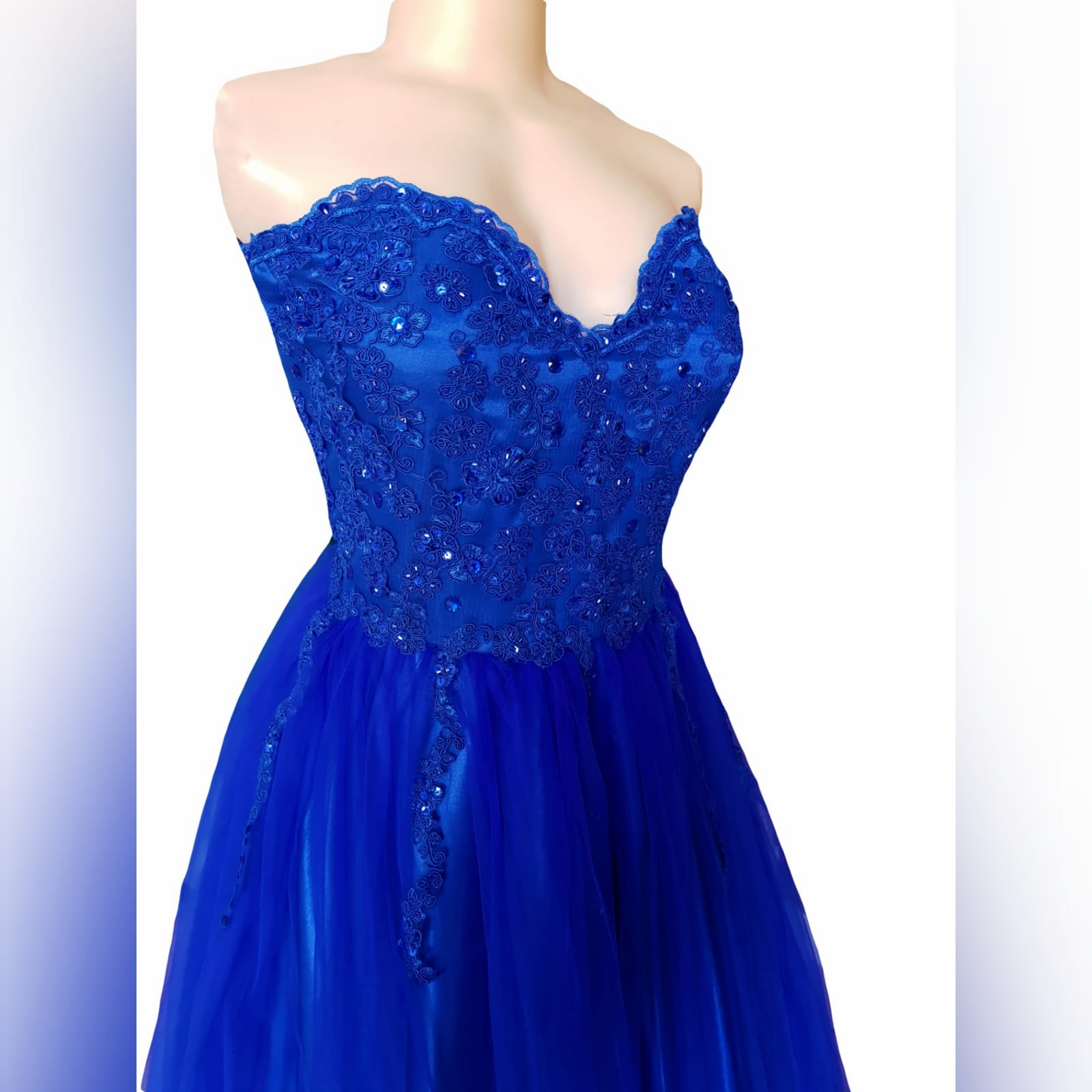 Royal blue boobtube tulle prom dress 9 royal blue boobtube tulle prom dress. Bodice with a sweetheart neckline and detailed with beaded lace falling onto the tulle skirt.