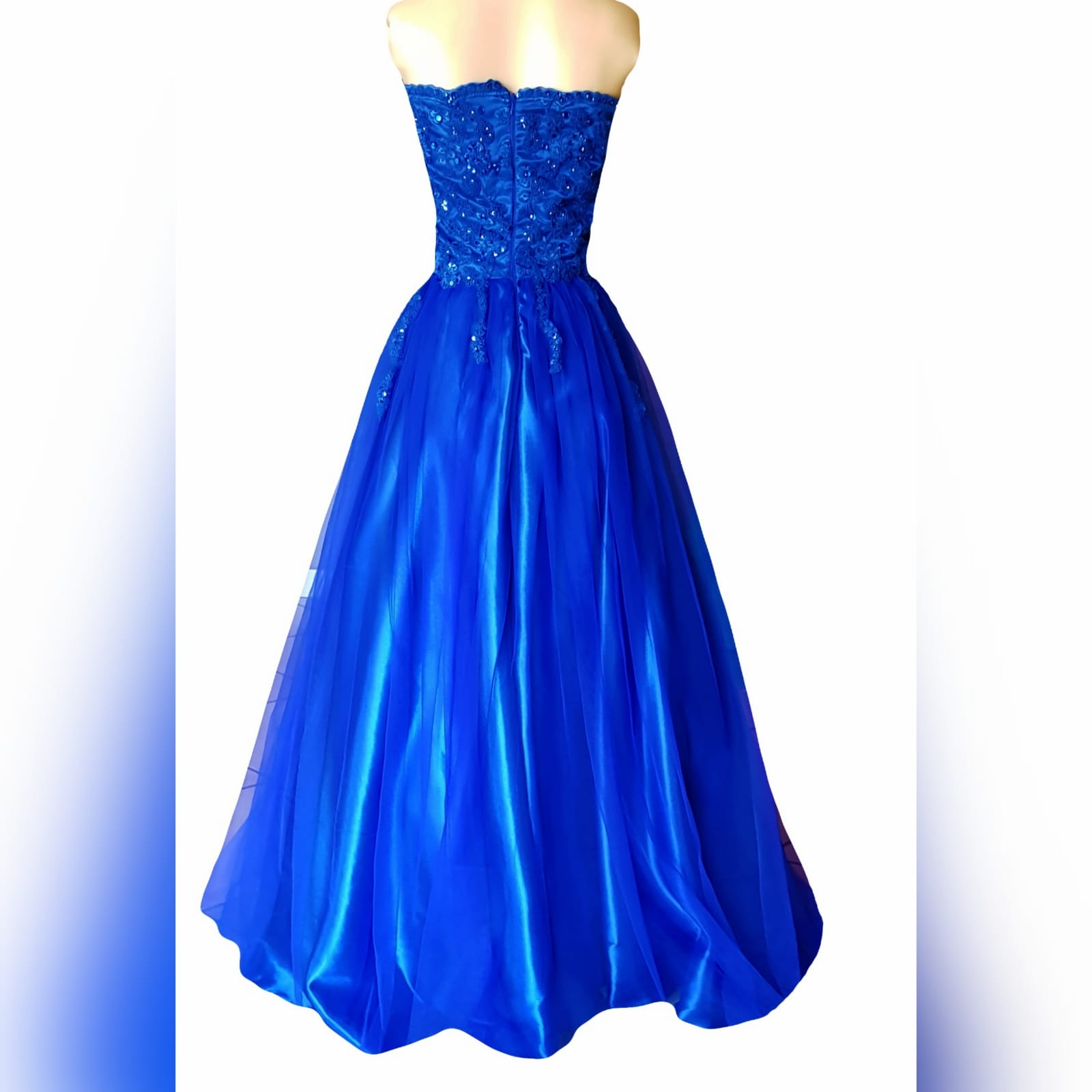 Royal blue boobtube tulle prom dress 12 royal blue boobtube tulle prom dress. Bodice with a sweetheart neckline and detailed with beaded lace falling onto the tulle skirt.