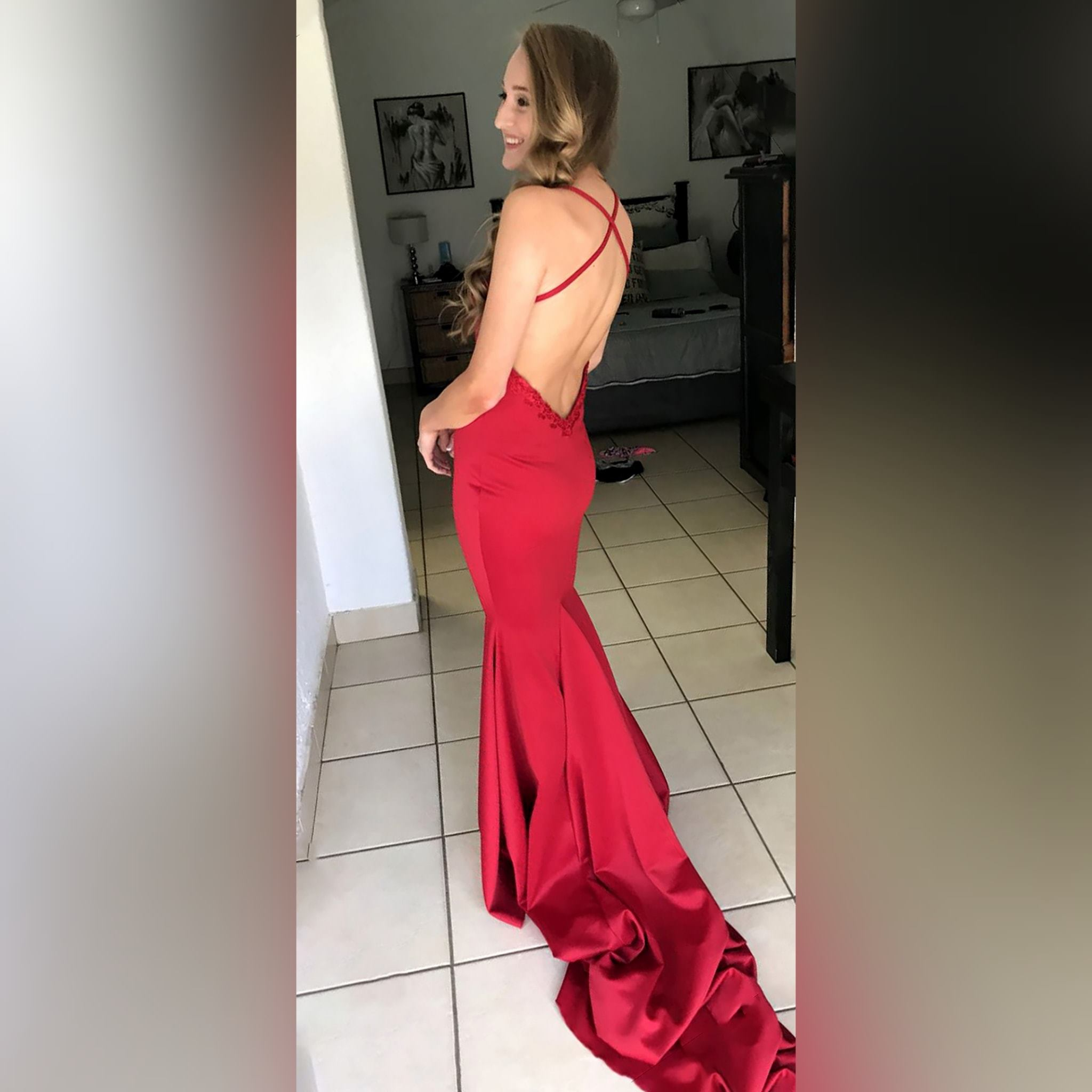 Red soft mermaid prom dress with a v neckline 1 red soft mermaid prom dress with a v neckline, a low open back and thin crossed shoulder straps, with a train.