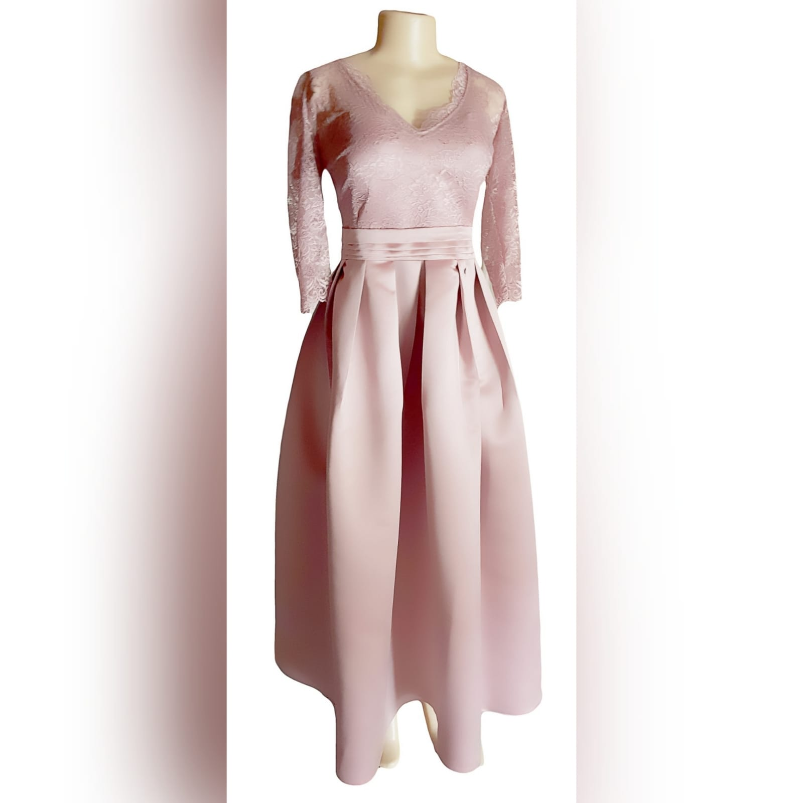 Formal evening dress in dusty pink 3 this dress was created for a wedding ceremony. A formal evening dress in dusty pink. With a lace bodice and 3/4 lace sleeves. With a v neckline. Bottom in a satin, pleated, with a pleated belt and pockets.