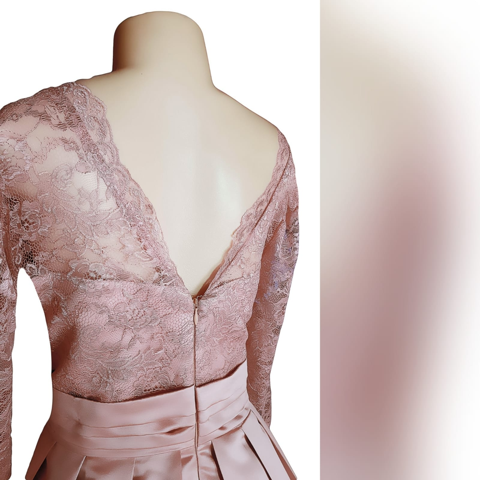 Formal evening dress in dusty pink 4 this dress was created for a wedding ceremony. A formal evening dress in dusty pink. With a lace bodice and 3/4 lace sleeves. With a v neckline. Bottom in a satin, pleated, with a pleated belt and pockets.