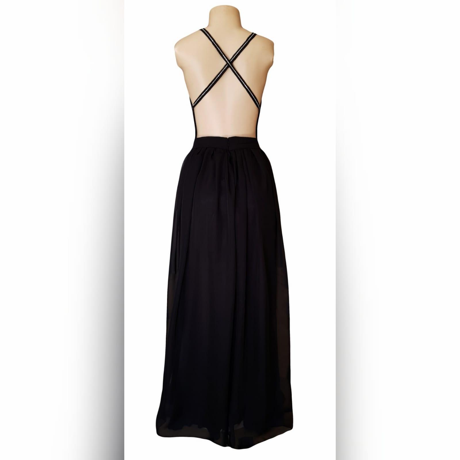 Vestido de cerimônia com decote profundo preto sexy 2 sexy black plunging neckline prom dress, with a naked back, crossed straps detailed with diamante and a slit