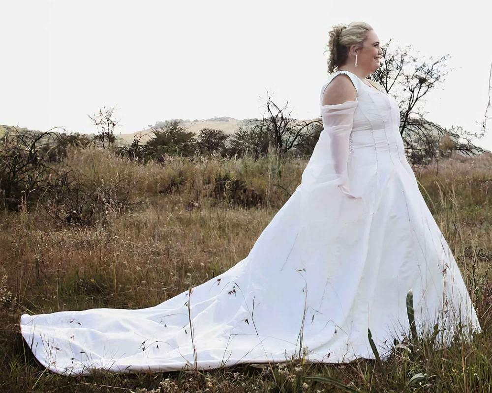 Custom-made-plus-size-wedding-dress-by-marisela-veludo. Jpg