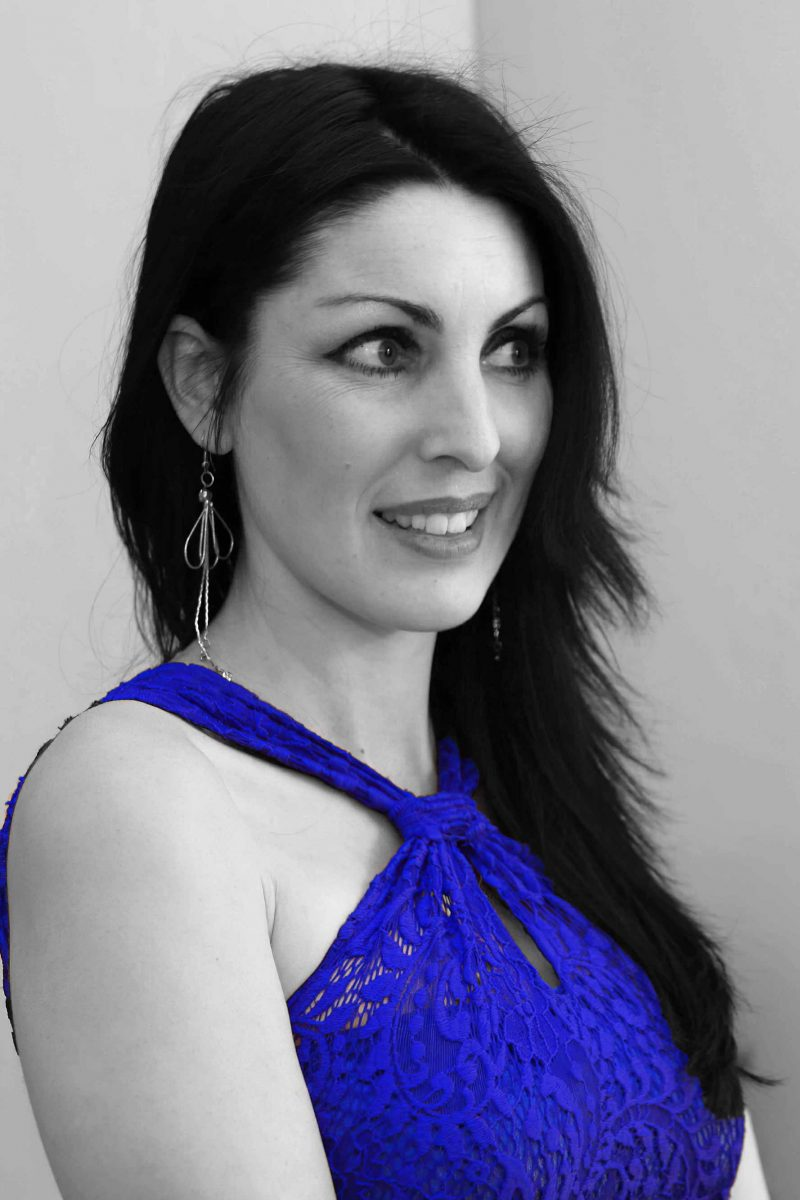 Marisela-Veludo-Electric-Blue-Lace-Dress-3X4-edit.jpg
