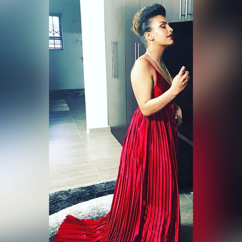 Red pleated satin long evening dress - Marisela Veludo (6)