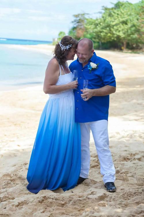 Custom-made-beach-wedding-dress-marisela-veludo. Jpg